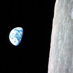 101223-coslog-earthrise3-11p.photoblog600